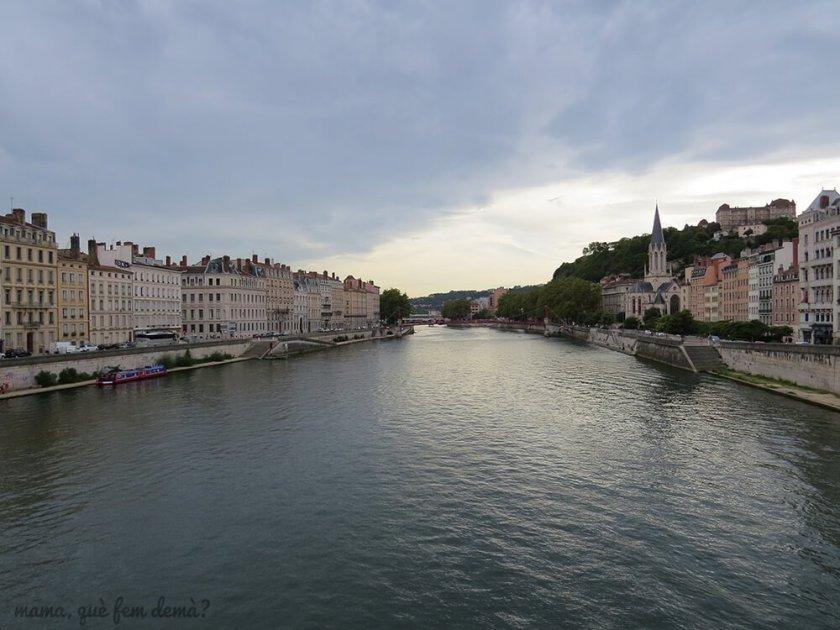 rio que cruza Lyon