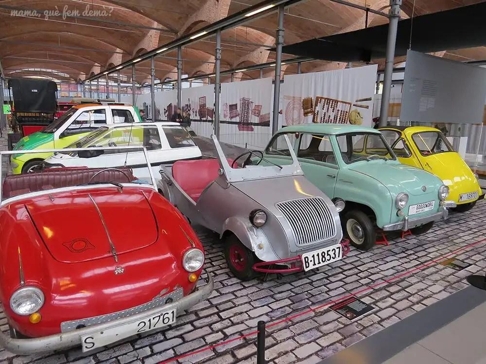 coches antiguos en el Museu de la Ciència i de la Tècnica de Catalunya