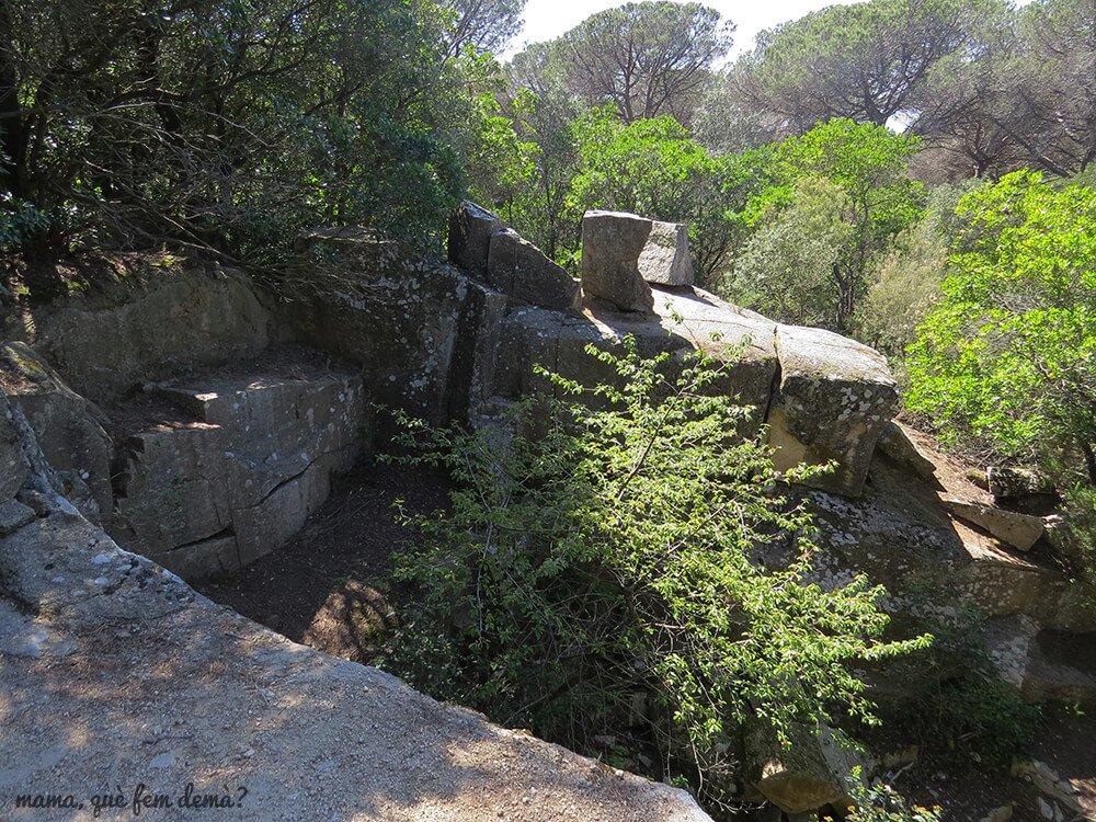 antigua pedrera en la excursión por el santuari del corredor