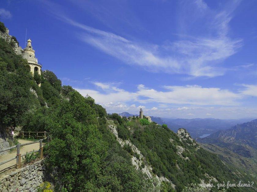 Mirador de Garreta, con vistas al Santuario, la cueva y el pantano de la Baells