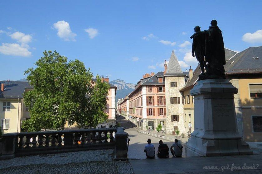 Vistas desde el Castillo de los Duques de Saboya hacia la Rue de Boigne