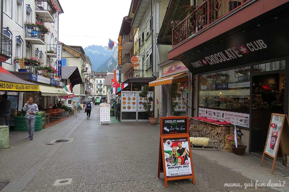 Calle de restaurantes de Interlaken