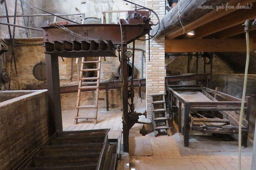 Interior de la fábrica de aguardiente de la Espluga de Francolí