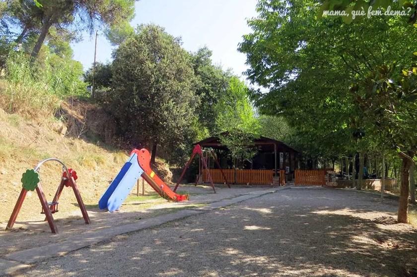 Parque infantil al lado del bar la Cabana del Llac de Navarcles