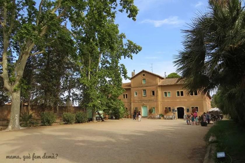 Exterior del eEdificio del parc Samà que alberga el bar y las taqullas