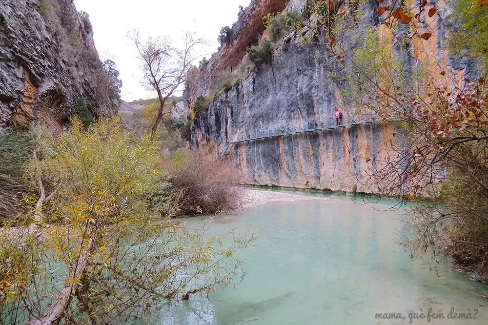 Pasarelas del río Vero de Alquézar desde el tramo que va la Cueva de Picamartillo.