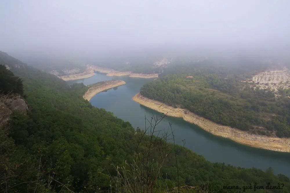 meandros del río Ter con niebla desde el camino que lleva al Monestir de Sant Pere de Casserres