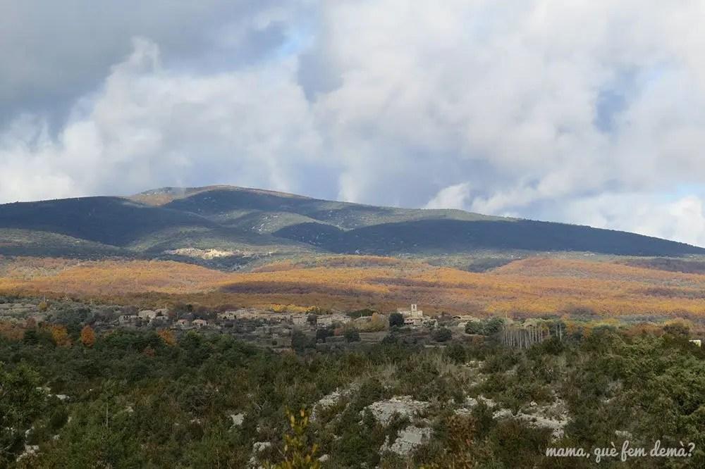 Vistas de Lecina desde el camino que lleva al Tozal de Mallata en la Sierra de Guara de Huesca