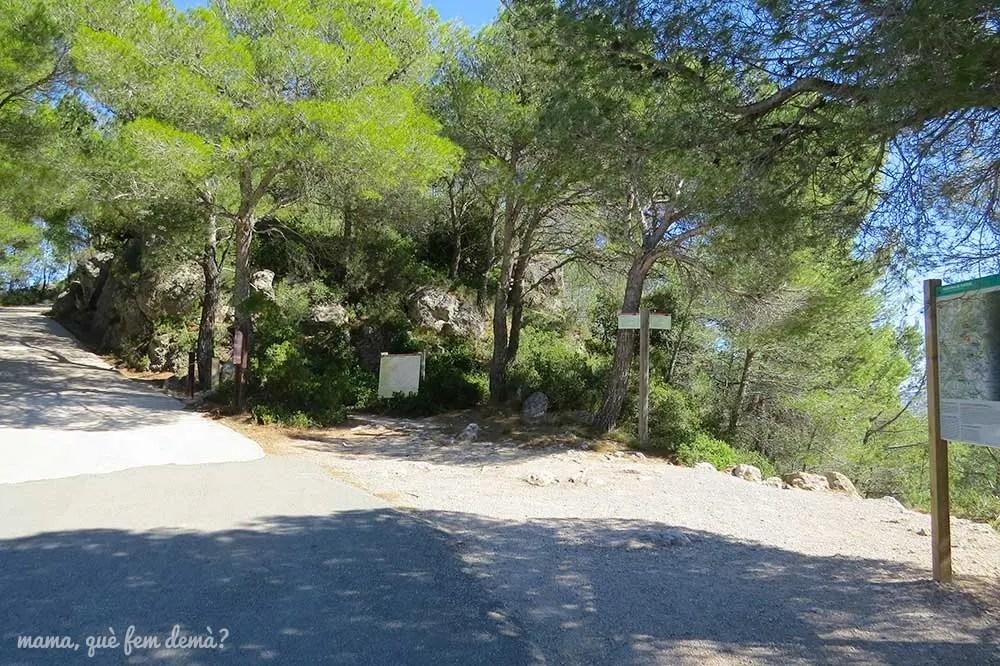 Camino que lleva al Santuari del Foix desde el aparcamiento