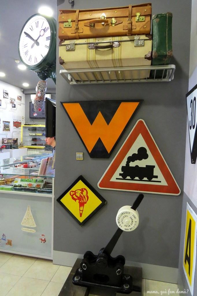 Objetos relacionados con el tren en el museo del Railhome BCN