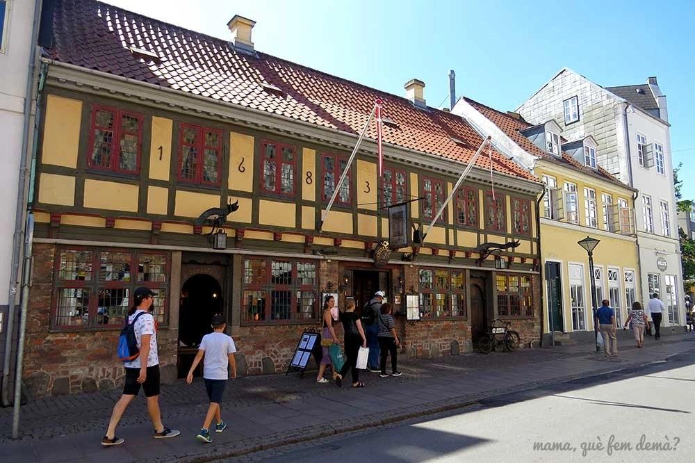 Exterior del restaurante Den Gamle Kro en Odense, Dinamarca