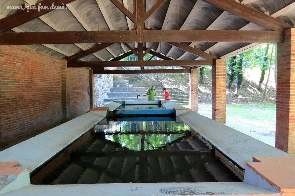 Interior del lavadero del Parc del Reguissol de Santa Maria de Palautordera