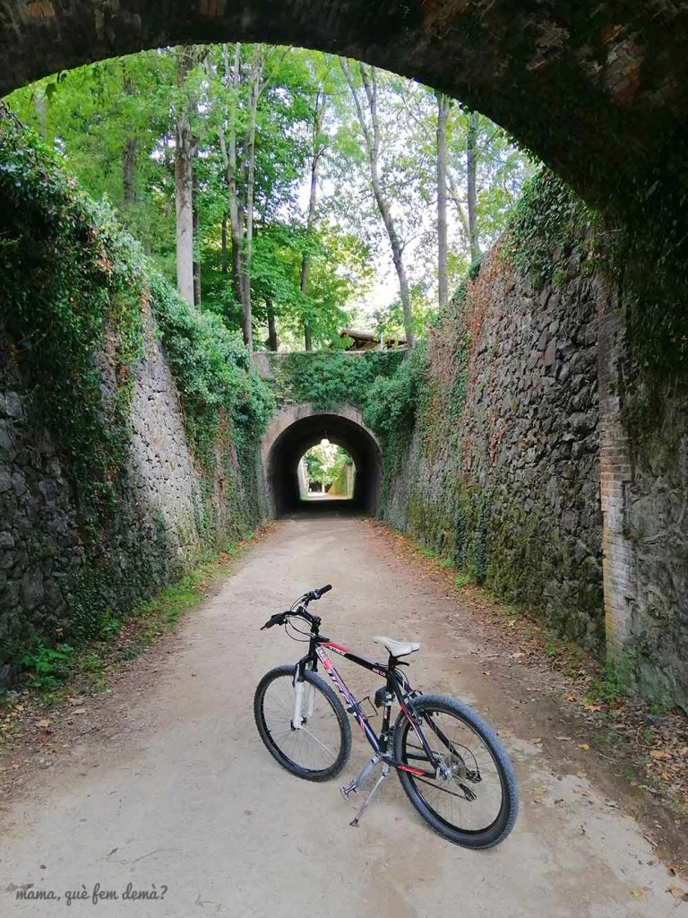 Tramo de la ruta del carrilet a su paso por las Fonts de Sant Roc de Olot