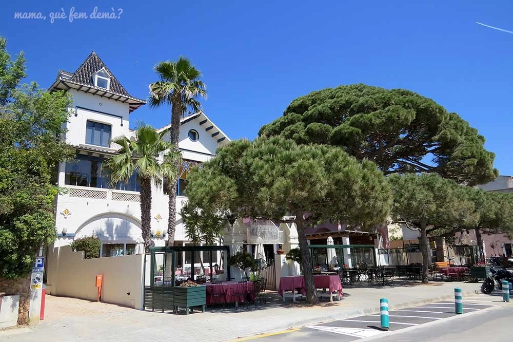 Casa modernista de la playa de Sant Pol de Sant Feliu de Guíxols