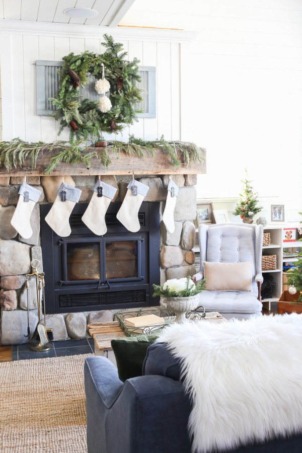 Lake House, Christmas Living Room-3