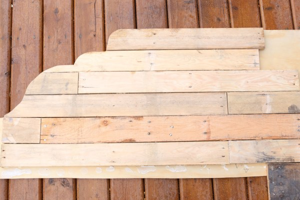 how-to-build-a-pallet-headboard-via-mamas-dance-16