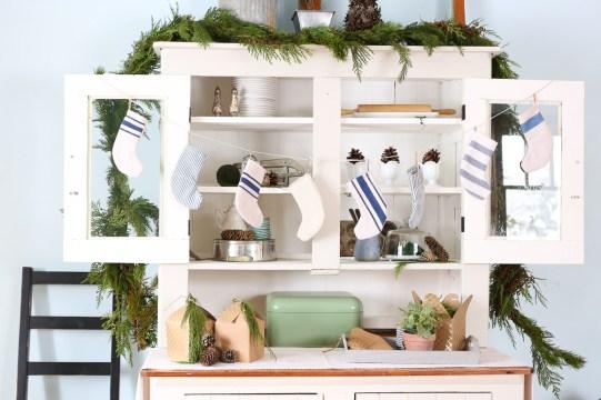 mini-stocking-garland-this-mamas-dance-13