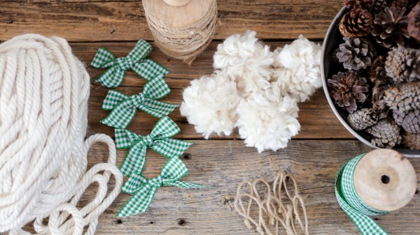 Farmhouse Advent Calendar | via Ashlea of This Mamas Dance #farmhouse #DIY #ChristmasCraft #ornament #pompom