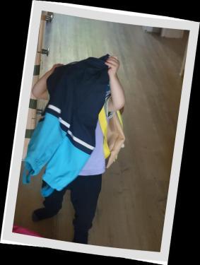 2017_08_20 Magdalena will sich für die Kita anziehen (4)