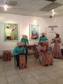 Música y arte en el consulado de Colombia