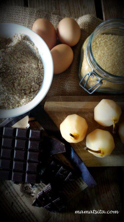 Σοκολατένιο κέικ με αχλάδια