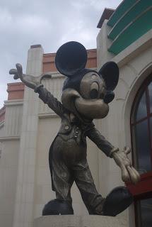 Trop petits pour le Parc Disneyland® mais pas pour Disney® Village