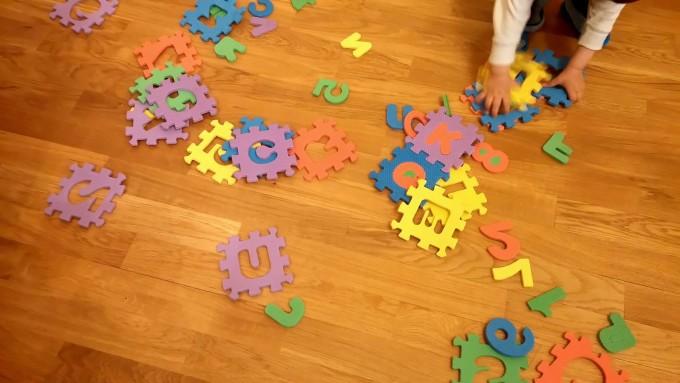 пъзел с букви и цифри
