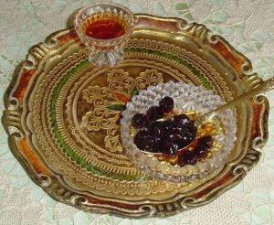 Αγριοβύσσινο ώριμο με σιρόπι δεμένο σε καραμέλλα