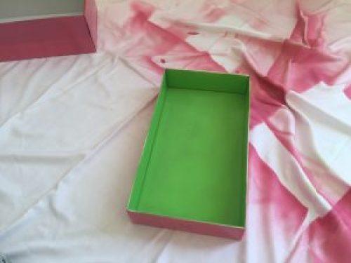 Pintamos la caja en dos colores