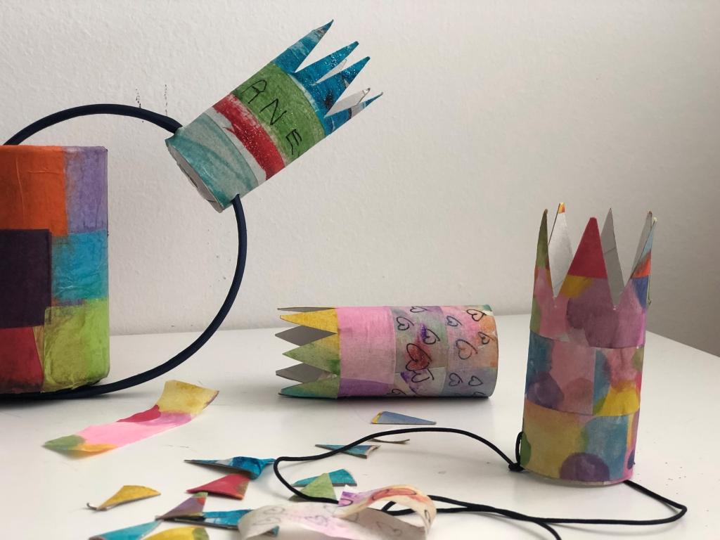 mini coronas con tubos de cartón