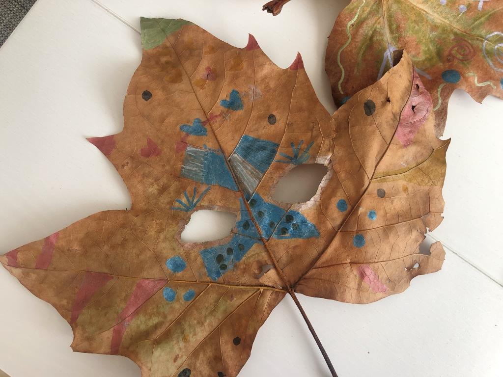 manualidades y disfraces con hojas secas