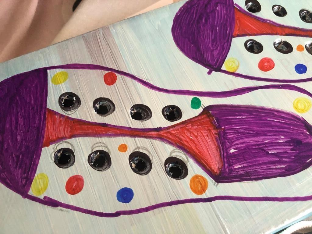 crea un juego para enseñar en infantil a atarse los cordones