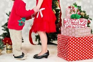 Las madres reciben más regalos de navidad que los niños, según estudio.