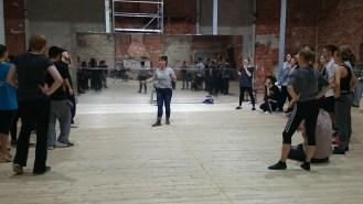 Choreographin Kati gibt Anweisungen