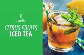 Składniki: • ok. 4 łyżeczki herbaty czarnej Aurile Harmony • ok. 4 łyżeczki herbaty zielonej Aurile Euphoria • cukier do smaku • pokrojone w kostkę cytryny i pomarańcze • kostki lodu Przygotowanie: Herbaty zaparzyć osobno, każdą w 1/2 litra wody (czarna – w temperaturze 95°C przez 3 minuty, zielona – w temperaturze 80°C przez 3 minuty). Oddzielić napar od fusów, posłodzić do smaku i schłodzić. Dzbanek wypełnić pokrojonymi w kostkę owocami i kostkami lodu, zalać naparem herbacianym.