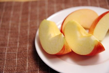 切った林檎の画像