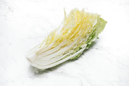 白菜の黒い点の正体はカビまたは虫なの?食べても大丈夫?