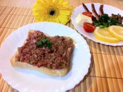 biftec tartar toast