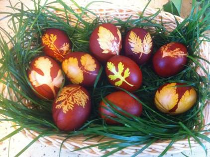ouă vopsite cu coji de ceapa