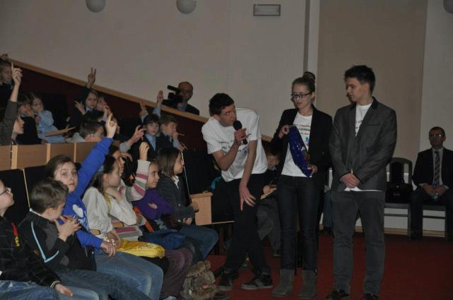 Kacper przeprowadził quiz dla uczestników, wszyscy byli bardzo zadowoleni.