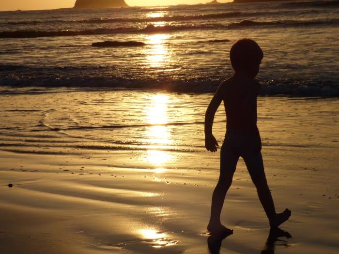 Außergewöhnliche Reisetrends 2020 mit Kindern – am Strand in Costa Rica