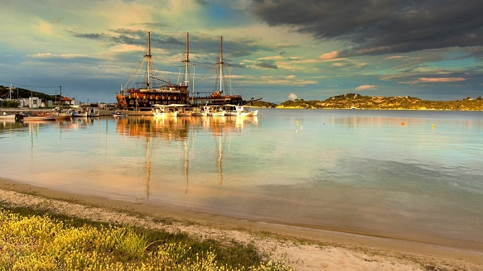 Touristic sailing boat in Ormos Panagias, Sithonia, Greece, foto: Andrei Pop