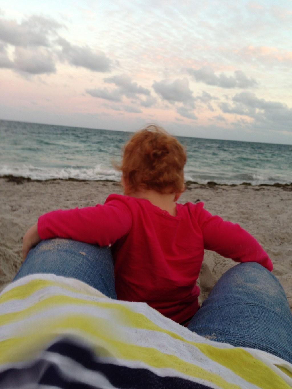 Cristina y yo, un 25 de diciembre, disfrutando del mar.