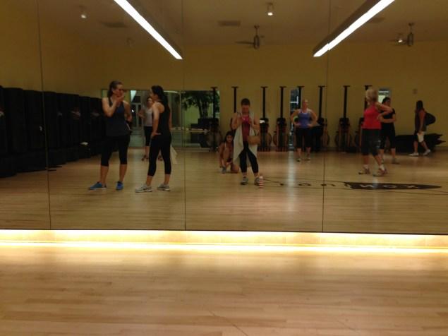 Antes de empezar una de las clases de baile en el Equinox.