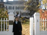 En noviembre del 2008 frente a la Lipmann House, sede de la Fundación Nieman para periodistas en Harvard.