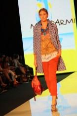Este look de Malíparmi utliza a la perfección la combinación de estampados.