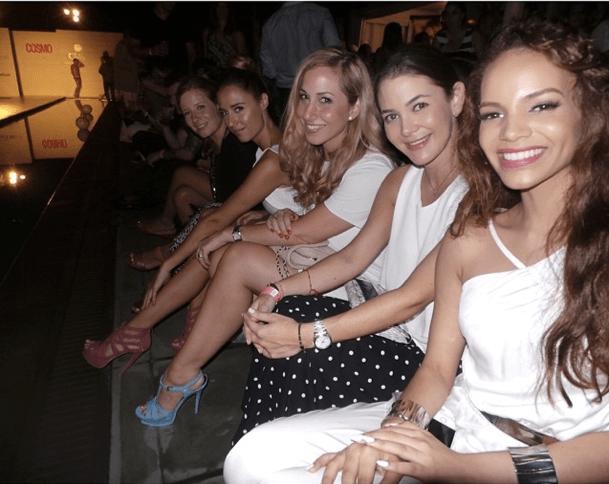 En primera fila del Cosmo Summer Splash con la cantante Leslie Grace, Adriana Castro, Jeanette Kaplun y Mariela Bagnato.