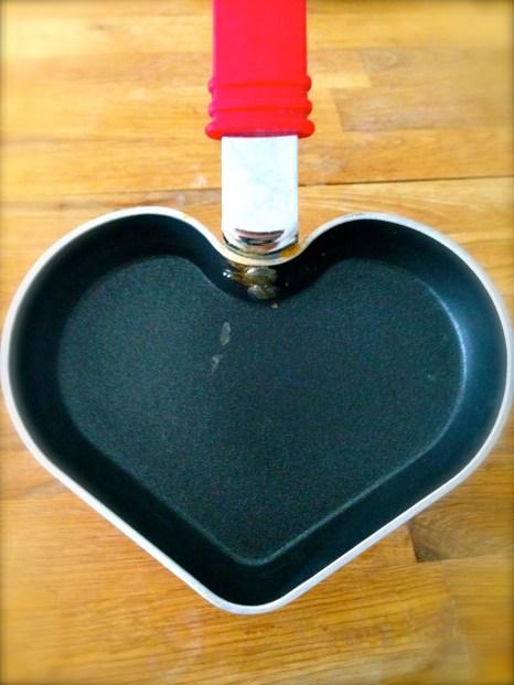 Mi nueva obsesión: un sartén en forma de corazón.