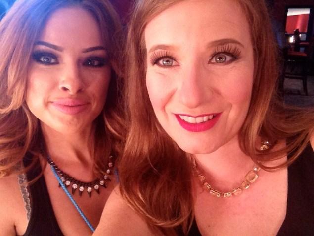 ¡Lista! Aquí con Diana Escamilla, la talentosa estilista de TNT Agency que me hizo este look súper glamoroso.