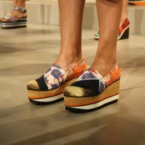 Los zapatos derrocharon también influencia oriental.